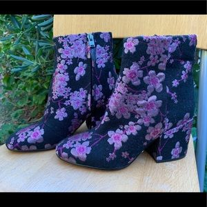 SAM EDELMAN Taye Cherry Blossom Boots Booties 6.5